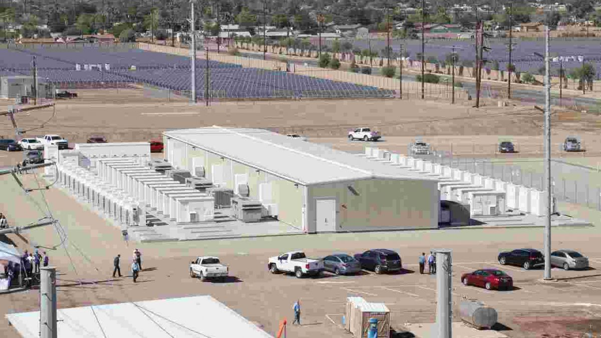 World S Largest Solar Battery Tesla S May Get Beat